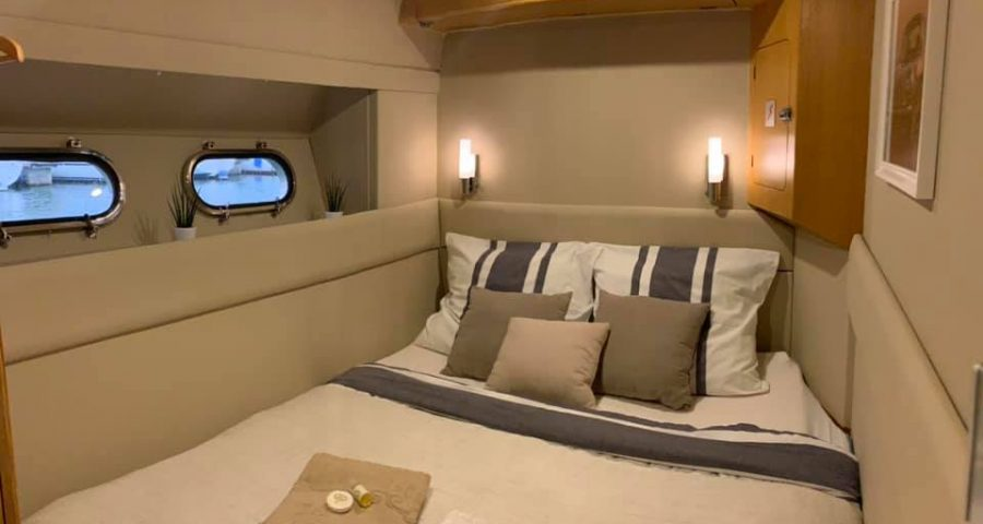 Sleep onboard a boat